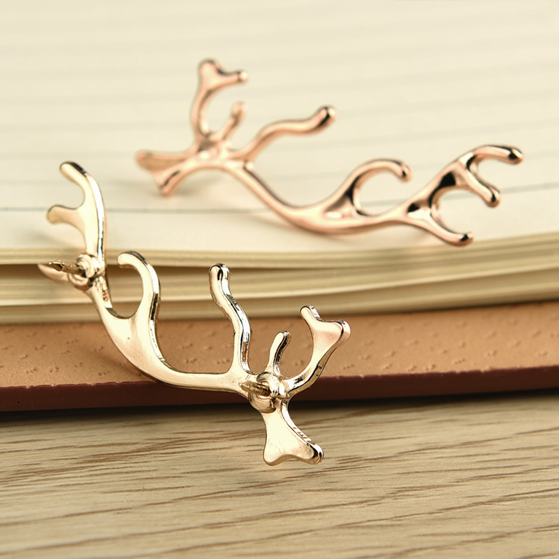 Exquisite Christmas Deer Small Brooch for Men's Suits Lapel Pin for Wedding Groom Short Pin Business Buttons Collar Corsage(China (Mainland))