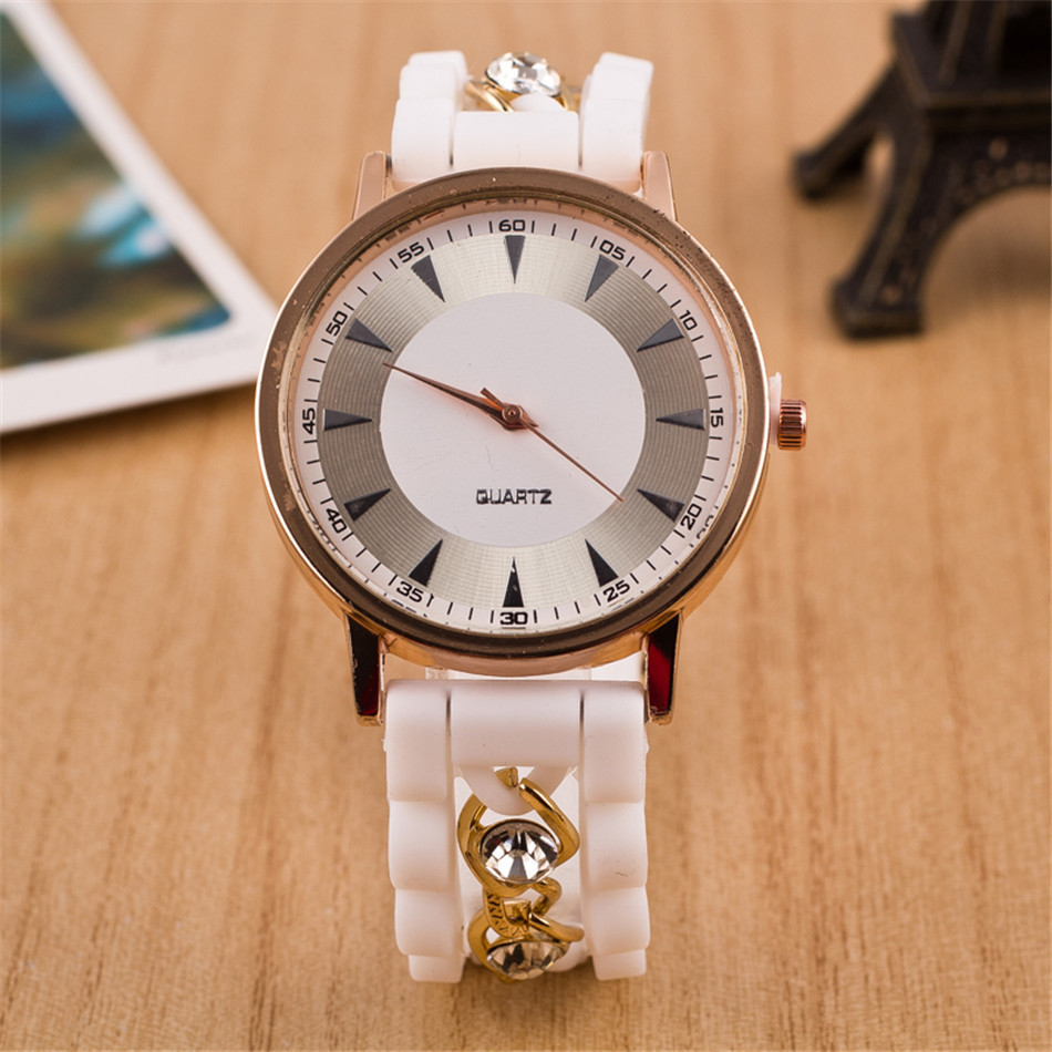 2015 New Fashion Gold Alloy Chain Geneva Casual Quartz Watch Women Crystal Silicone Watches Relogio Feminino Hot Sale Clock Red <br><br>Aliexpress