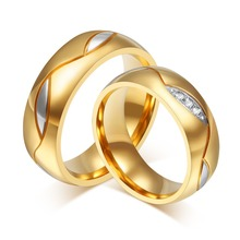 Vnox Jewelry Fashion Men and Women Wedding Rings 18K Gold Plated Rings Stainless Steel Couple Wedding Rings