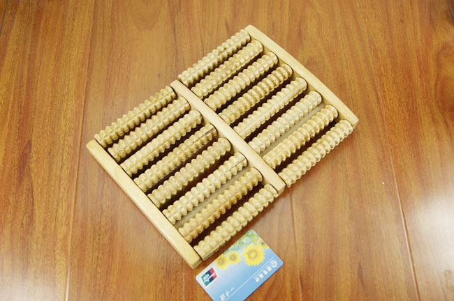 Wooden Foot Massager Traditional Chinese wooden Massager Without the need for electricity(China (Mainland))