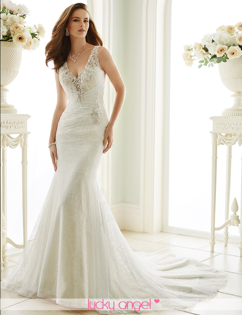 Simple elegant beach wedding dresses for Simple elegant wedding dress designers
