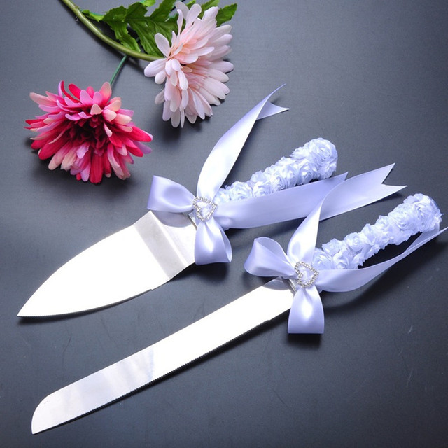 Decorating Wedding Cake Knife Server