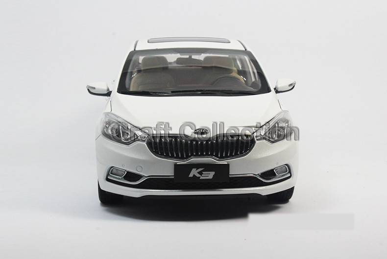 * White 1/18 Kia K3 Sedan CERATO FORTIS Diecast Steel Mini Automotive Scale Mannequin Toys Constructing Car Traditional Toys Miniature Craft