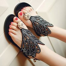 2016 runway looks rhinestone sandals with clip toe handmade pearl sexy female summer flat flat hollow out shoes black Rome