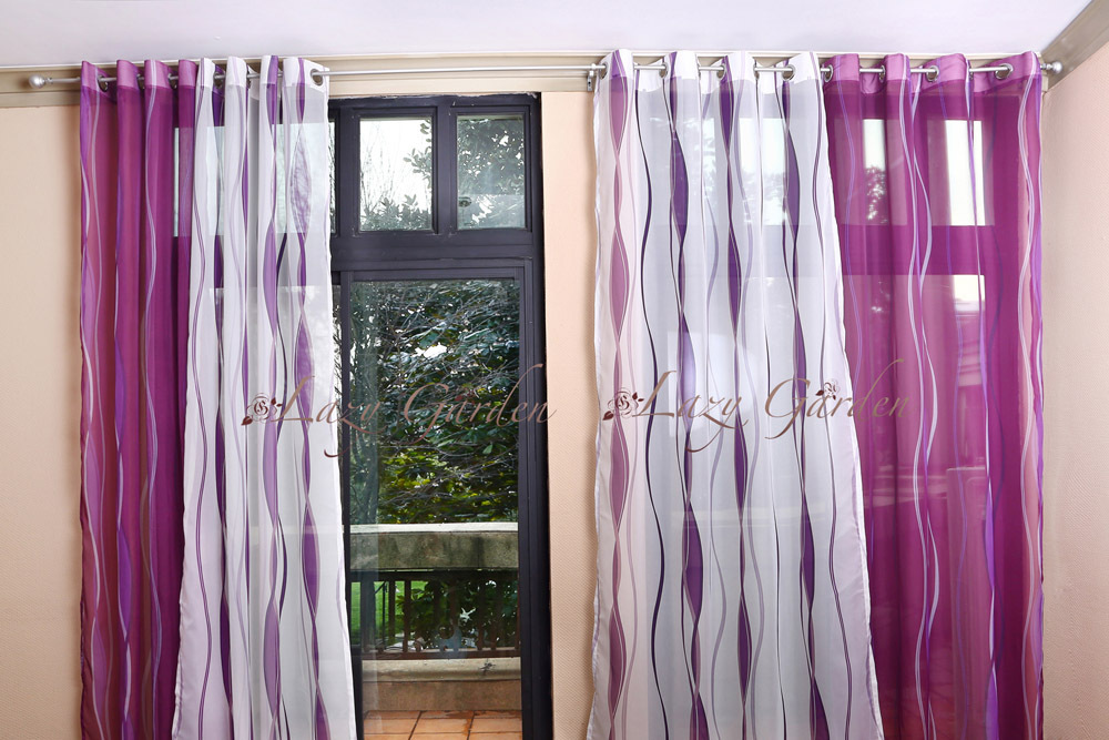 Woonkamer Paars : Purple and White Window Curtains