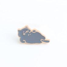 Animale distintivo dello smalto pin spilla nero gatto bianco di pesce mostro Bottone della camicia giacche donna spille carino bambino accessori di gioielli(China)