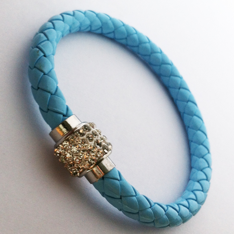 Здесь можно купить  2pcs Fashion Silvers Magnetic Rhinestone Buckle Charms Strand Bayonet Wristband Light Blue Leather wrap link bracelets & Bangle  Ювелирные изделия и часы