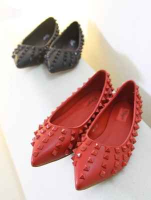 One generation V family wedding shoes red shoes pointed rivet flat shoes with single shallow mouth