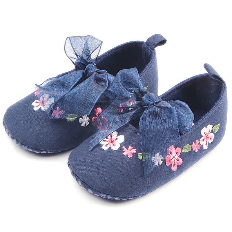 2016 Wendywu Beautiful Hand Embroidery Flower Design Elastic Band Newborn Baby Cotton Shoes For Girls 0-12M(China (Mainland))