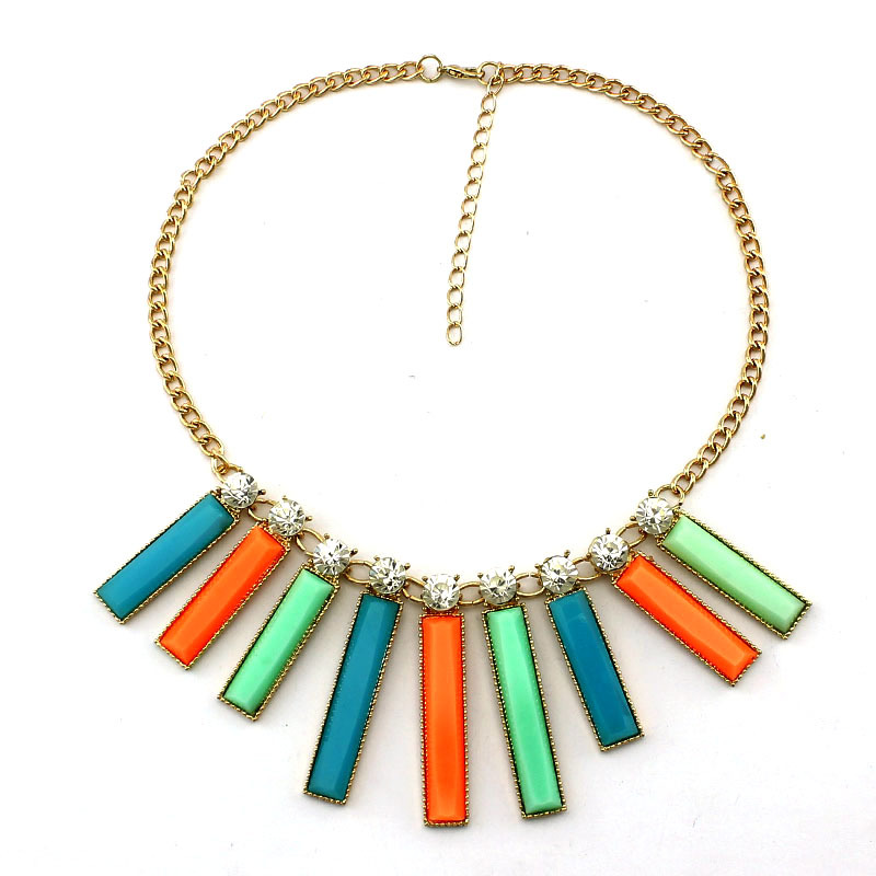 New design popular geometrical resin necklaces pendants for Top fashion jewelry designers