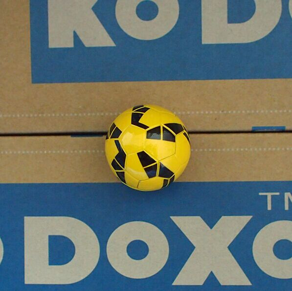 KODOXO 1/6 Soccer Doll Yellow soccer ball 1pcs(China (Mainland))