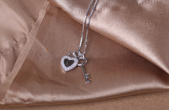 New Arrivals 925 sterling Silver Necklaces Heart Lock Key paved Crystal Charm Necklace 18inch Wholesale Price Free Shipping(China (Mainland))