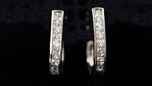 2015 Unique Design Heart Shaped Earring Inlaid Small Hoop Zirconia Earring Women Dress E000040(China (Mainland))