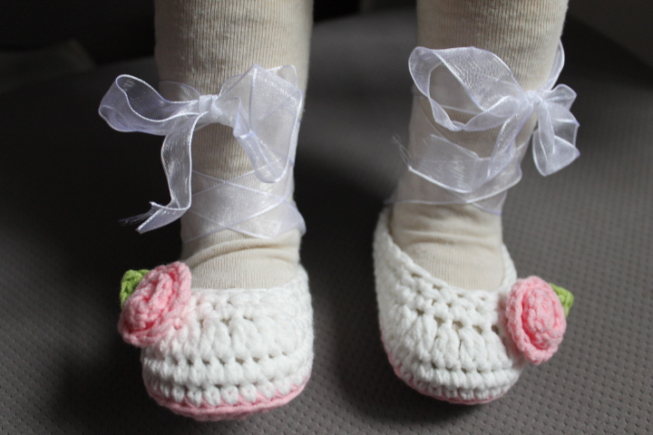 1pair Crochet baby ballet dancing shoes flower ribbon infant handmade booties Mary Jane cotton yarn 0-12M(China (Mainland))