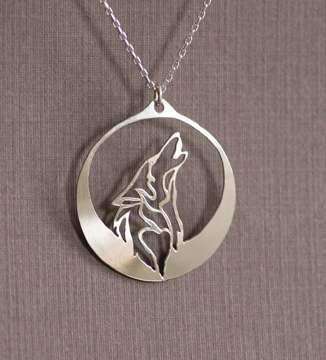 1pcs Howling Wolf necklace pendant wolf howls into the night as its profile is captured in the light of a silver moon(China (Mainland))