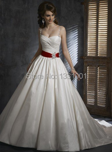 Stunning Plus Size Pin Up Dresses 2016 Fashion Sexy Sweetheart Cheap Red And White Wedding Dresses Beaded Debutante Gown A Line(China (Mainland))