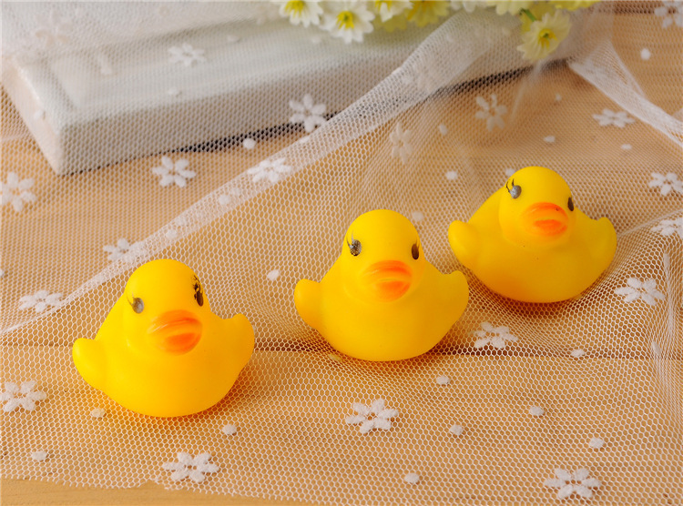 Summer baby bath toys creative voice yellow rubber duck Baby baby bath water pinch rang early childhood educational rubber duck(China (Mainland))