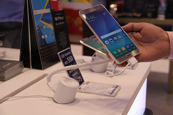 cell_phone_security_display_alarm_stands_with_charger_for_iphone_samsung_android