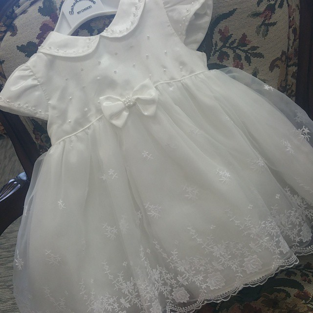 Pretty infant baptism dresses for the baby boy girls short white/ ivory lovely christening gowns with bonnet(China (Mainland))