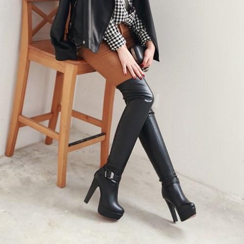 Женские модные ботфорды на каблуке фото