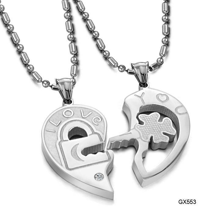 Fashion Accessories Jewelry Gift Titanium Two Half Heart Puzzle Pendant CZ Diamond Lovers Couple Pendant Necklace