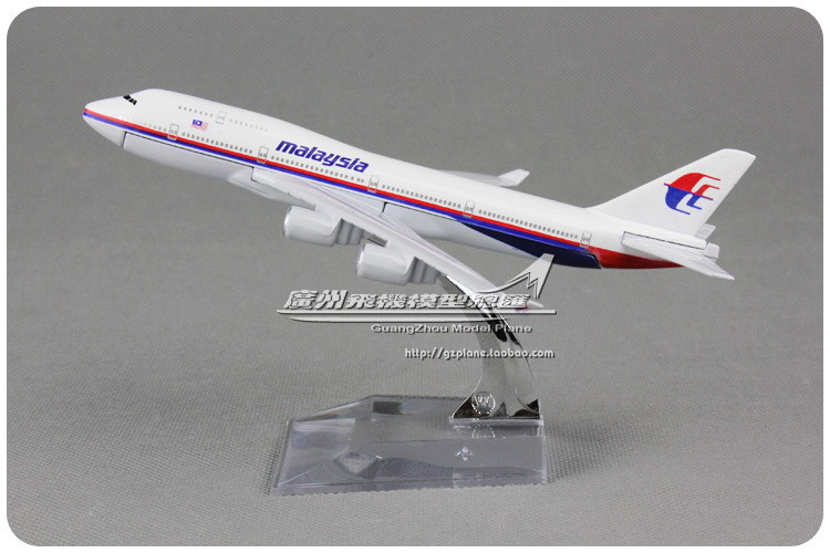 16cm Alloy Metal Air Malaysia Airlines Airplane Model Boeing 747 B747 400 Airways Plane Model Diecast Toy(China (Mainland))