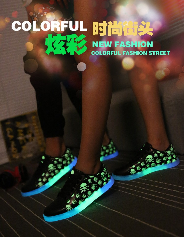 Фото кроссовки со светящейся подошвой для девушек и парней