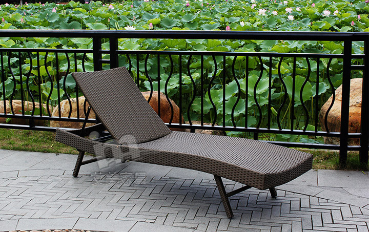 Outdoor Pool Beach Chairs Lying Bed Chaise Lounge Chairs Rattan Lying Bed Siesta Couches (2 deckchairs + Coffee)(China (Mainland))