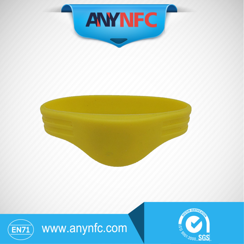Yellow Colour 13.56MHz Waterproof RFID Wristband Ntag 203 NFC Silicone Bracelet for Access Control(China (Mainland))