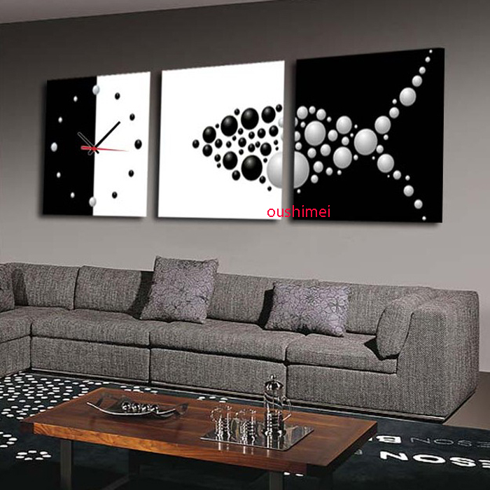 Where To Hang Wall Clock In Living Room