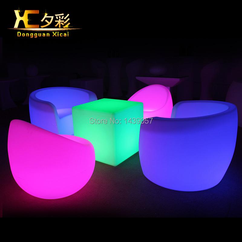 Achetez en gros chaise de bar en plastique en ligne des grossistes chaise de bar en plastique Salon de jardin bar lumineux versailles