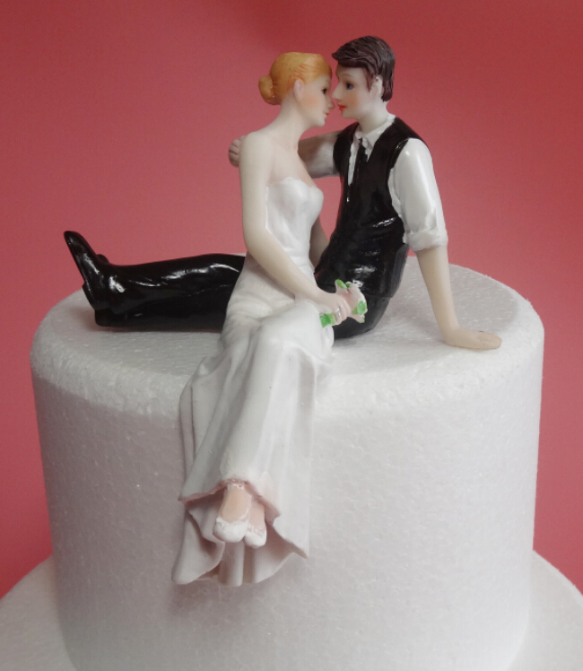 Hot selling western-style wedding gift cake decoration bride and groom dolls figurines resin cake topper(China (Mainland))