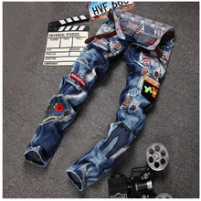 Personality Badge Patchwork Jeans Men Ripped Jeans Fashion Brand Scratched Biker Jeans Hole Denim Straight Slim Fit Casual Pants(China (Mainland))