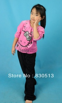 Free shipping new  Hello kitty 2013 autumn girl clothing pajama set   long sleeve  sleepwears nightgowns with  lovely printing