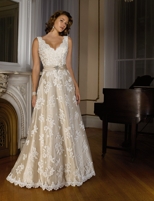 Wedding dress style for size 12 – Dress and bottoms