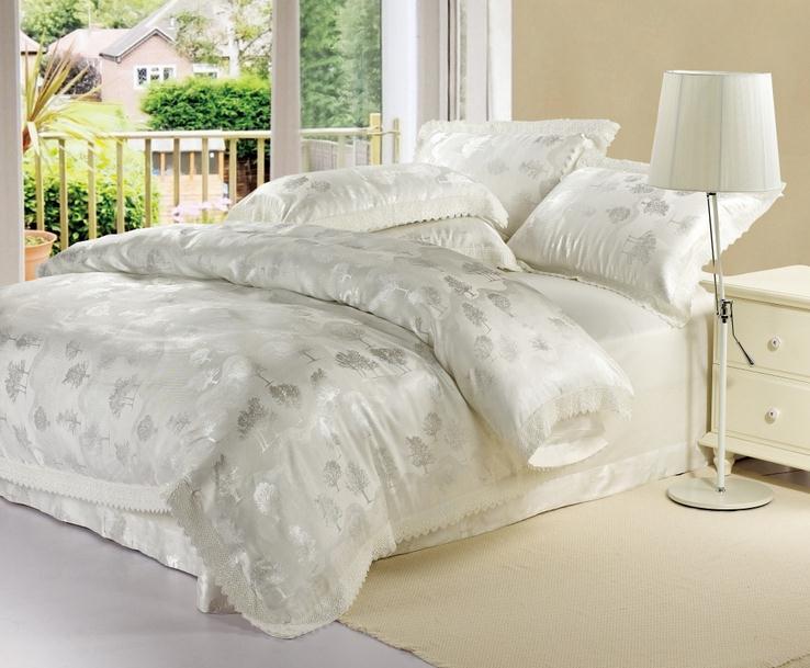 couvre lit en satin blanc Couvre Lit Satin Blanc   Decoration Couvre Lit Satin La Rochelle  couvre lit en satin blanc