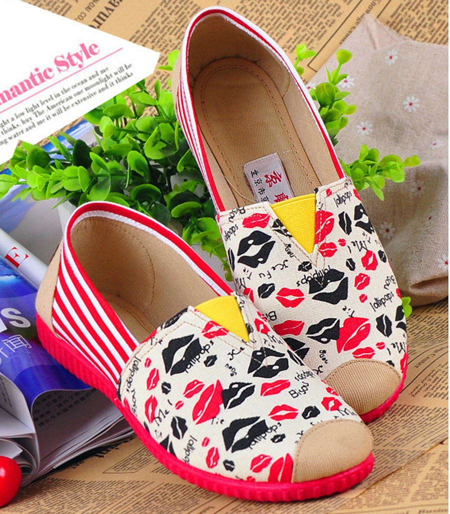 Fashion New Fall Canvas Shoes Low-Heeled Woman Flats Lip Print Pattern Casual Shoes Free Shipping<br><br>Aliexpress