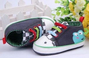 New Arrival Cute Frog Pattern Baby Shoes 6 pairs/lot Comfortable First Walker For Glowing Feet Casual Infant Shoes 2 Colors(China (Mainland))
