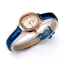 2013new corea chica de moda simple rhinestone mujeres relojes pequeño dial cuero del cuarzo para mujer reloj de pulsera