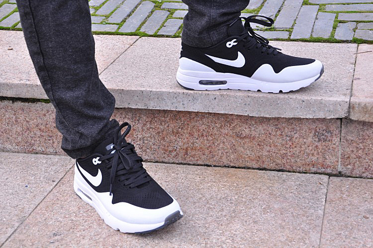 nike air max 87 black and white