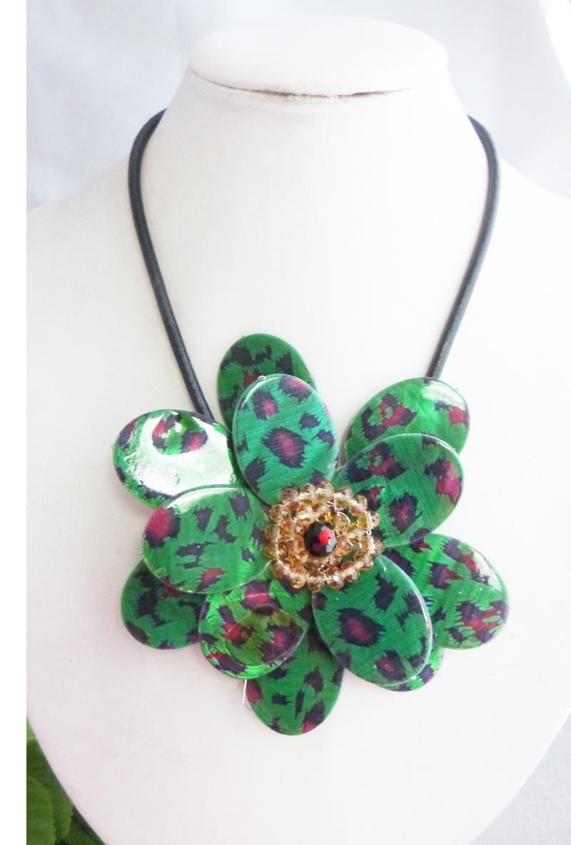 2016--Gorgeous Handmade Shell Flower Necklace Jewelry Fashion Flower Pendant Necklace(China (Mainland))