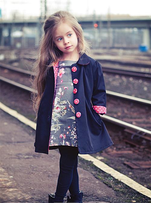 Модный плащ для девочек