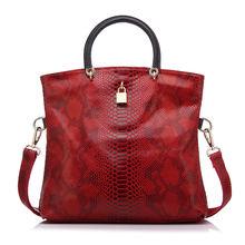 Realer borsa della donna Borse di cuoio genuino Femminile Del Modello Del Serpente del Sacchetto di Tote In Pelle di Alta Qualità Borse Da Sera Borsa A Tracolla Della Frizione(China)