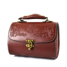 2015 new Promotions PU shoulder handbags Carved fashion styling packet British retro small messenger bag Free
