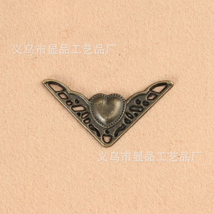 Hardware accessories manufacturers supply wooden fillet antique wooden boxes decorated four corners M1337