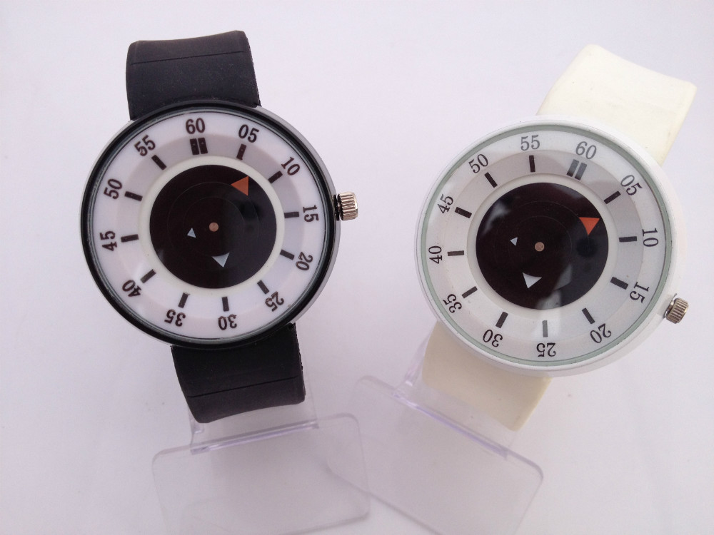 Oil casing.Unique overlapping circles pointer.Silicone quartz watch, leisure ladies watch.Watch of wrist of outdoor sports(China (Mainland))