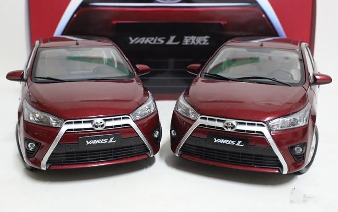 2015 hot sell TOYOTA YARIS 1:18 alloy car model(China (Mainland))
