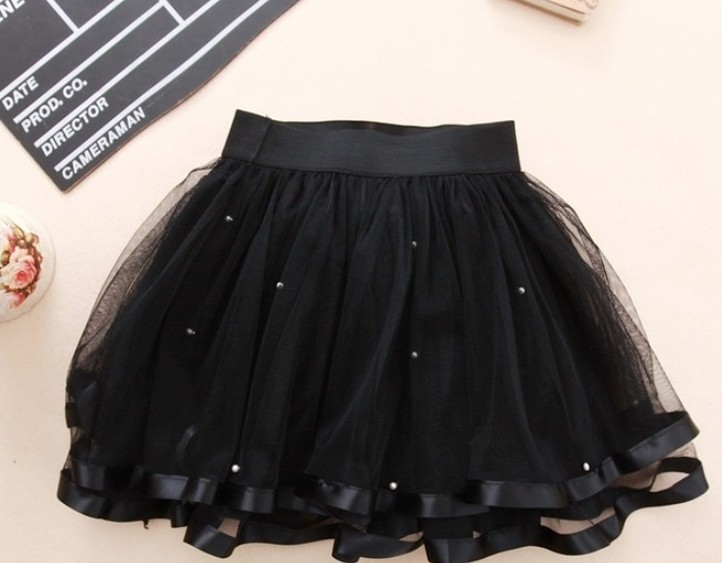 Wear a white tutu skirt with some strappy heels and a satin tank top to a party. Wear a long pink tutu with your favorite t-shirt and high top sneakers for a casual look with a funky edge. Neon tutu skirts are great for little girls who like to dress up.