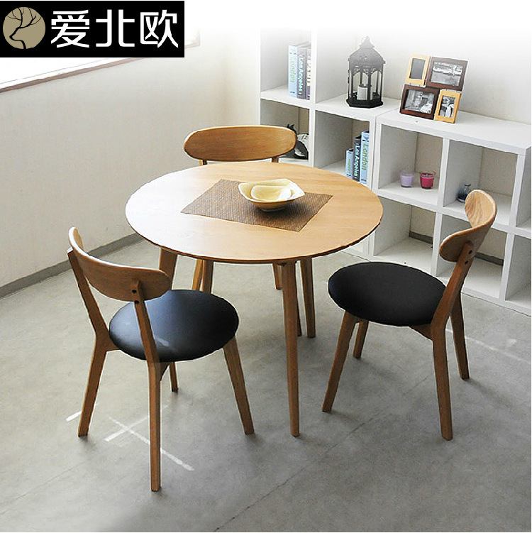 Round table modern small family solid wood table and for Solid wood round tables dining