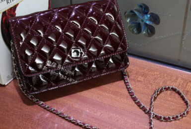 2015 new European and American style leather burgundy patent leather handbag shoulder bag Messenger bag chain Lingge(China (Mainland))